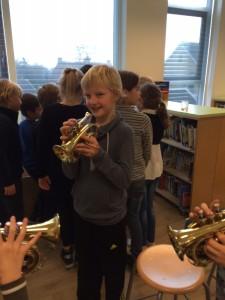 Leerling van 't Span Den Oever speelt trompet